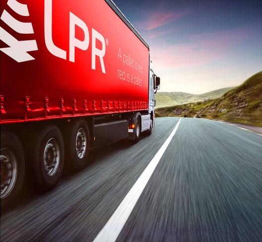 LPR dostarcza zamówione palety do producentów